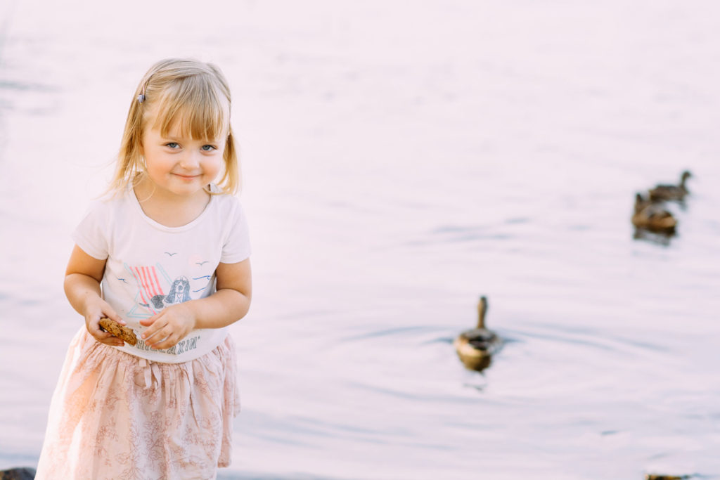 Детская фотосессия у реки