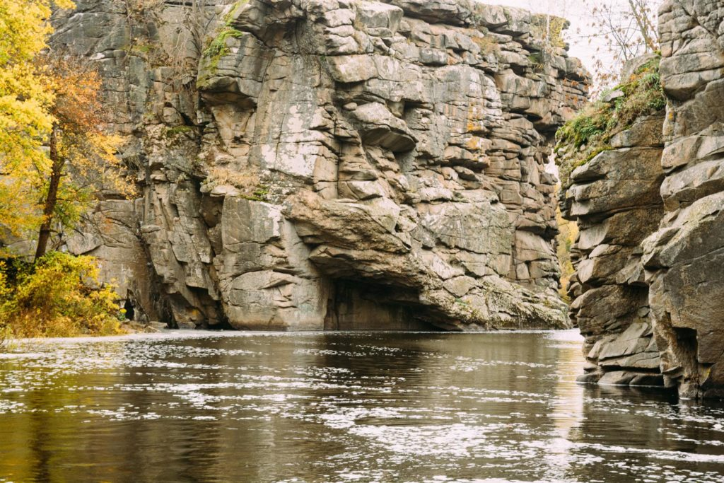 Скалы Букский каньон река