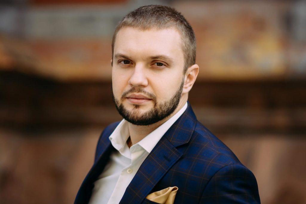 Портрет возле Николаевского костела