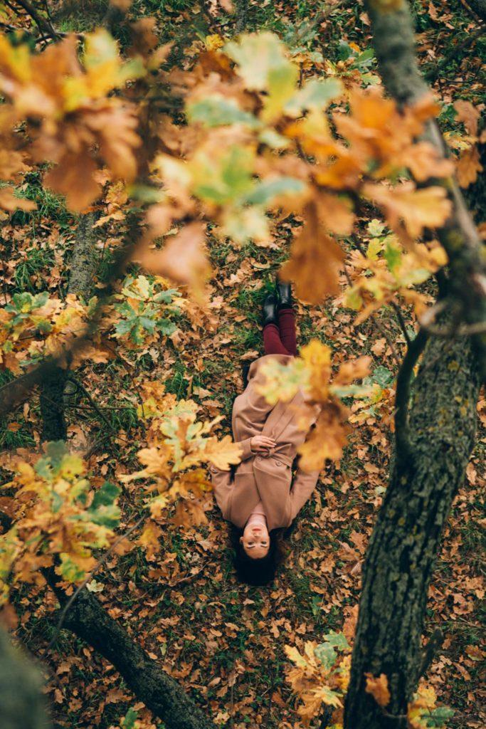 Фотопортрет сверху осенняя фотосессия